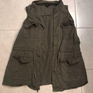 Super cute army green vest